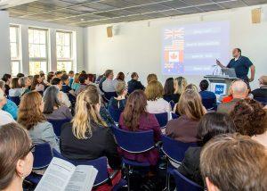 """Rechtsanwalt, Dozent und Fachübersetzer Patrick Mustu bei seinem Workshop """"Eigenheiten der englischen Rechtssprache"""" Foto: Thorsten Weddig für den BDÜ e.V."""